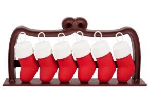 Ladurée - Petits souliers. Biscuit dacquoise noix de coco, mousse légère au chocolat Caraïbes et crémeux aux fruits de la passion. 92€/6pers.