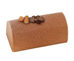Monoprix - Garnie d'une mousse au caramel au beurre demi-sel d'Isigny, recouverts d'un velours au chocolat noir cette buche repose sur un biscuit à l'amande, à la feuilletine et au sucre pétillant ! 15,5€/6pers