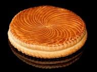 Café Pouchkine - Traditionnelle galette des rois feuilletée et garnie de frangipane. 26€/4pers.