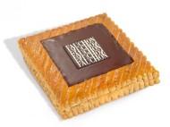 Fauchon - chocolat 2013 de Fauchon dévoile sous un large carré de chocolat noir à 67 % de cacao un délicat feuilletage au beurre des Charentes, qui allie croustillant et fondant. A l'intérieur, la galette au chocolat Fauchon révèle une ganache onctueuse, réalisée avec un chocolat noir à 67 % au goût corsé. Cette recette, imaginée par les Chefs pâtissiers Fauchon, fera le bonheur des gourmands