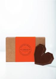 7. Manufacture de chocolat d'Alain Ducasse : praliné vous avez dit? Un Cœur généreux aux lignes biseautées évoquant celles de notre célèbre tablette. Un praliné noisette-fleur de sel enrobé de chocolat noir.