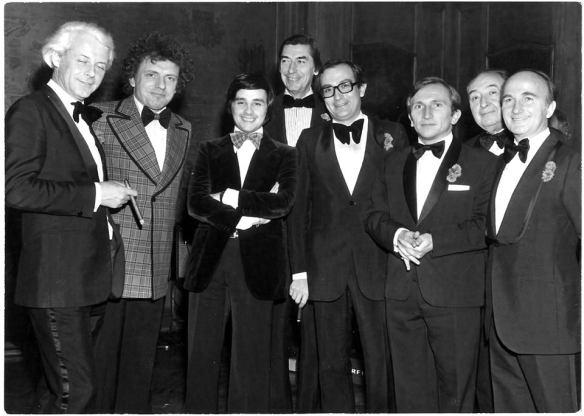 De gauche à droite : Jaques Martin, Thierry Le Luron, Claude Terrail, Jean-Claude Vrinat, Paul et Jean-Pierre Haeberlin
