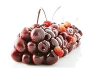 Le Meurice - Bûche Dali cerise, estragon, amandes fraîches et piment d'Espelette (dispo à la part au tea time) : 120€/8pers